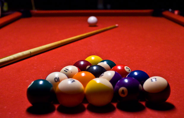 Pool-Kugeln in der Startaufstellung (Foto: Sam / Flickr)